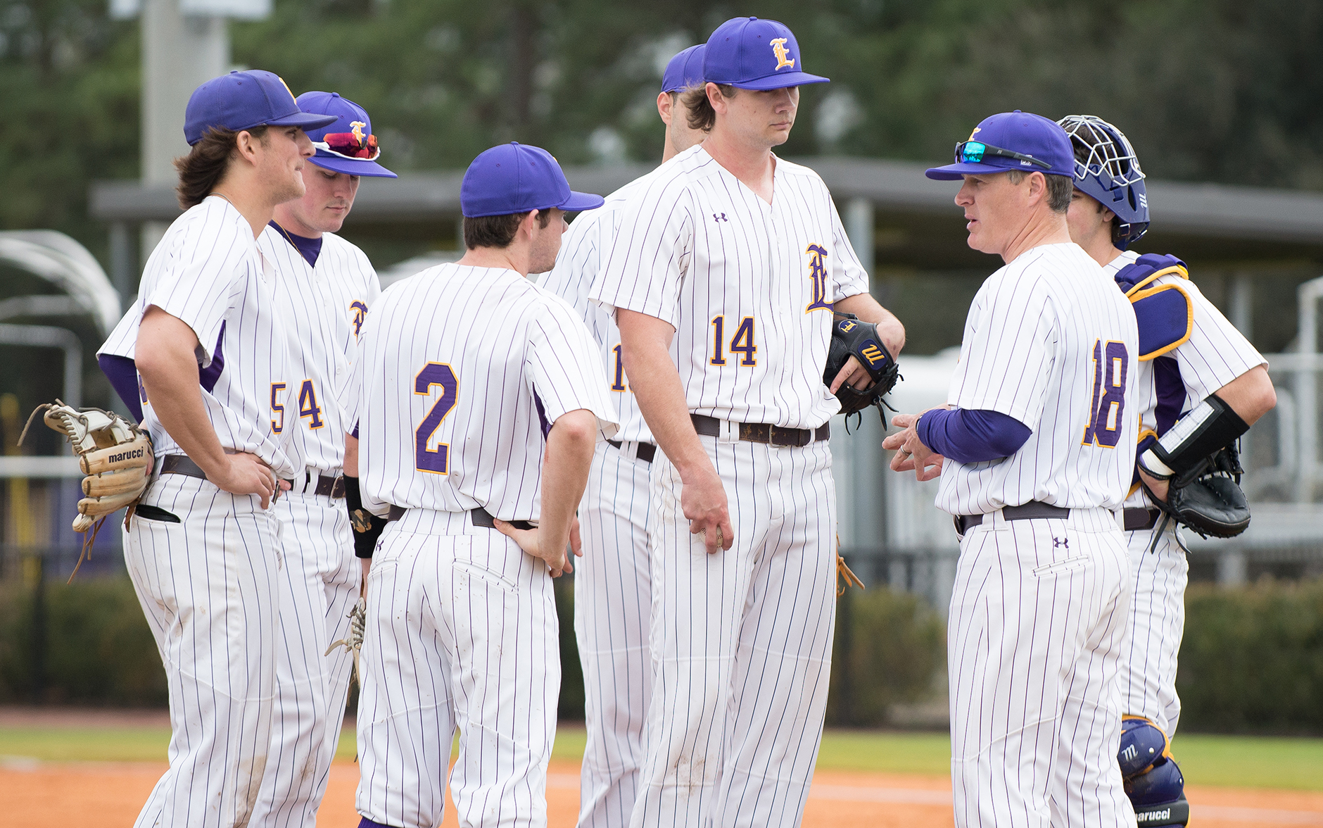 LSU Eunice assistant coach Alan Orgain talking to team. (Photo: LSUE)