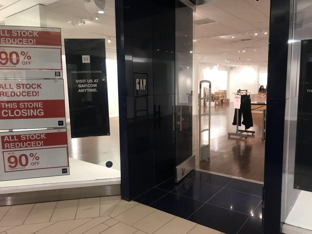 Gap closing in Acadiana Mall