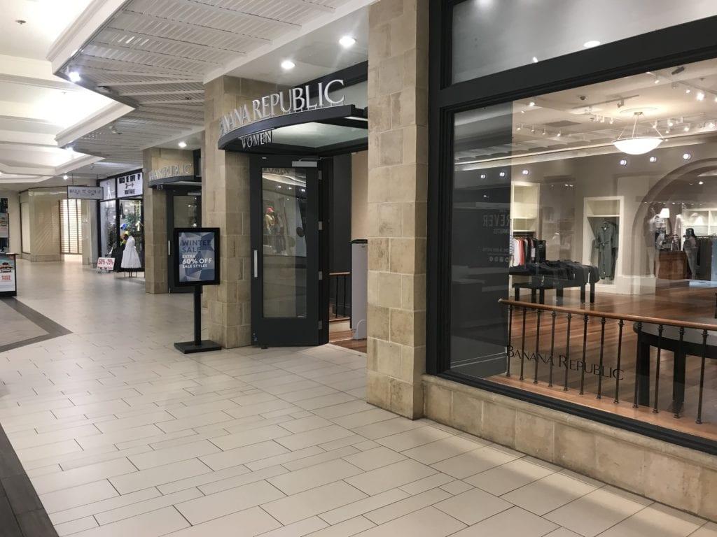 Banana Republic closing in Acadiana Mall