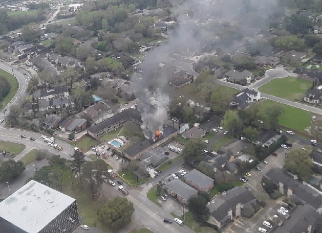 Aerial-shot-of-Maison-Lafitte-fire