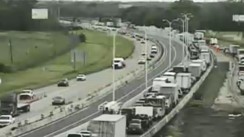 Congestion clears on I-10 West past Breaux Bridge following
